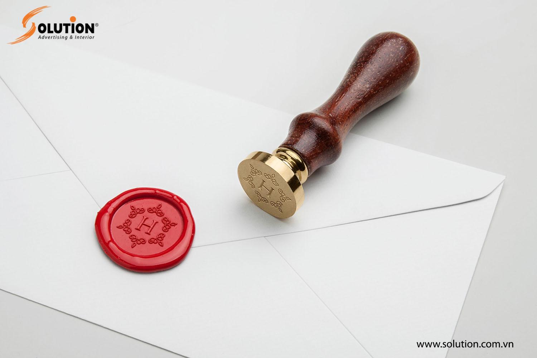 Mẫu con dấu trong thiết kế bộ nhận diện thương hiệu Khách sạn Hadana