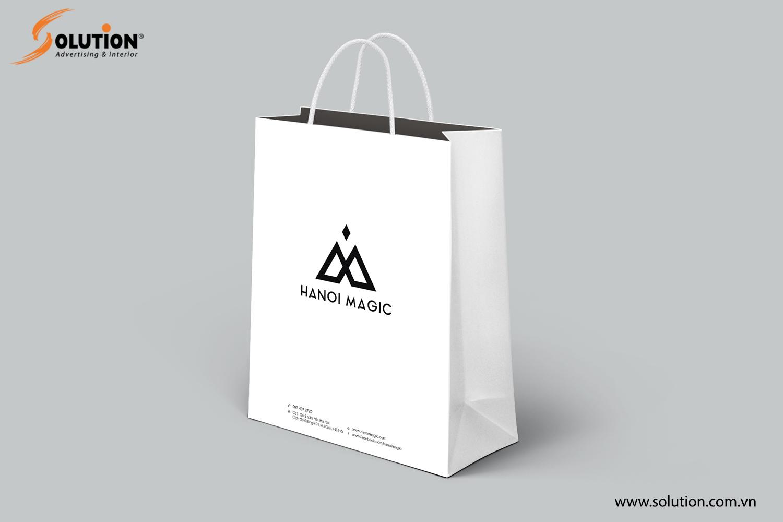 Mẫu thiết kế túi giấy trong bộ nhận diện thương hiệu Hanoi Magic