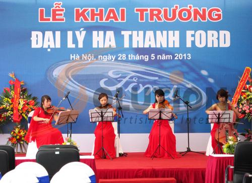 Tổ chức sự kiện lễ khai trương đại lý Hà Thành Ford, biểu diễn ca nhạc (1)