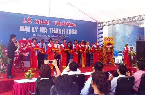 Tổ chức sự kiện lễ khai trương đại lý Hà Thành Ford, cắt băng khánh thành (1)