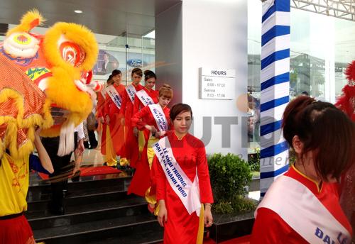 Tổ chức sự kiện lễ khai trương đại lý Hà Thành Ford với đội ngũ PG xinh đẹp