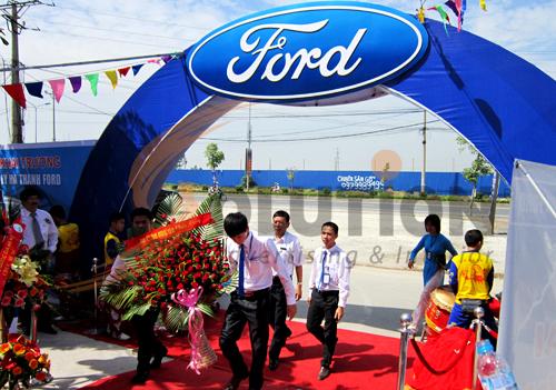 Tổ chức sự kiện lễ khai trương đại lý Hà Thành Ford, khách mời