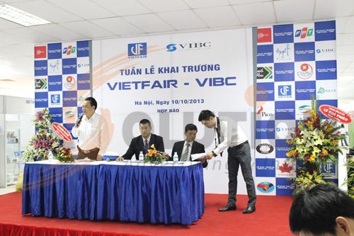 Lễ khai trương trung tâm thương mại được tổ chức họp báo trước buổi lễ