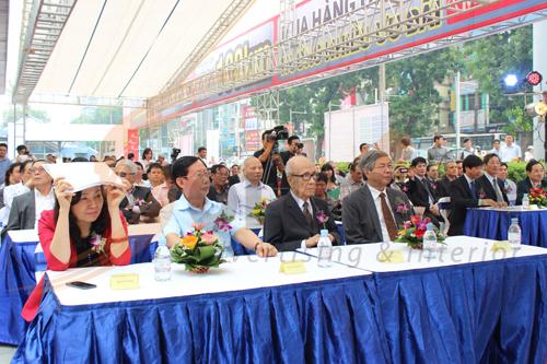 Sự góp mặt của ban lãnh đạo nhà nước khiến buổi lễ trở lên trang trọng hơn